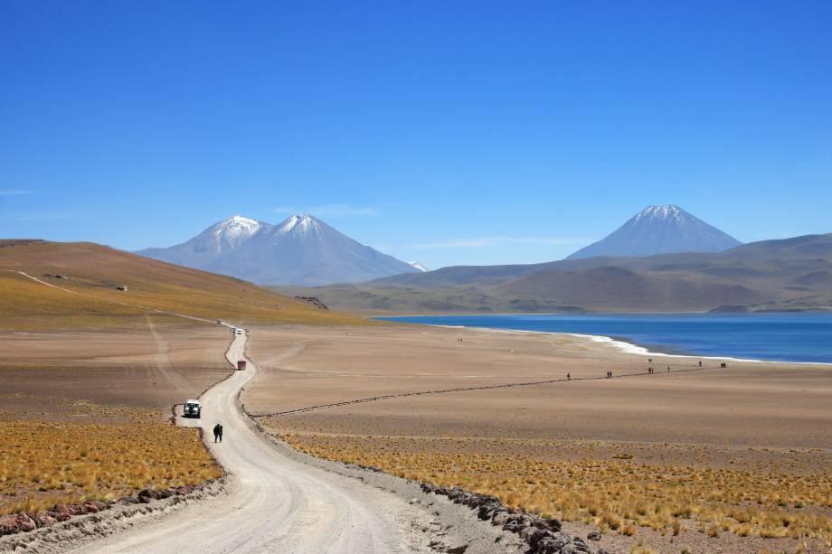 Na região do altiplano que cerca San Pedro de Atacama é possível visitar muitas lagunas