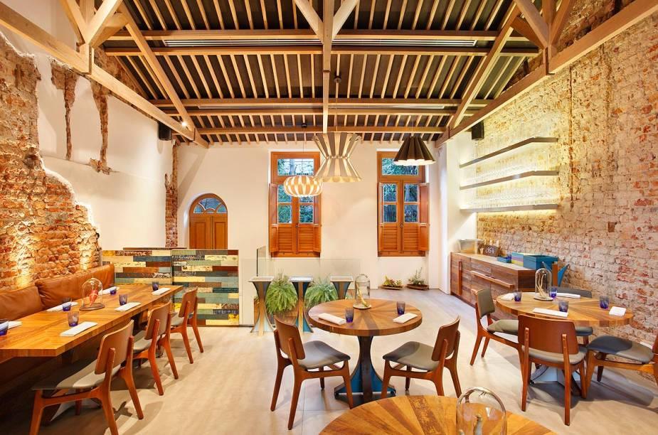 """<strong>Restaurante Novidade do Ano: <a href=""""http://viajeaqui.abril.com.br/estabelecimentos/br-rj-rio-de-janeiro-restaurante-lasai"""" rel=""""Lasai """" target=""""_blank"""">Lasai </a>- <a href=""""http://viajeaqui.abril.com.br/cidades/br-rj-rio-de-janeiro"""" rel=""""Rio de Janeiro (RJ)"""" target=""""_blank"""">Rio de Janeiro (RJ)</a></strong>                            O casarão em Botafogo é comandado pelo chef carioca Rafa Costa e Silva.O menu-degustação inclui cerca de 15 pequenos pratos."""