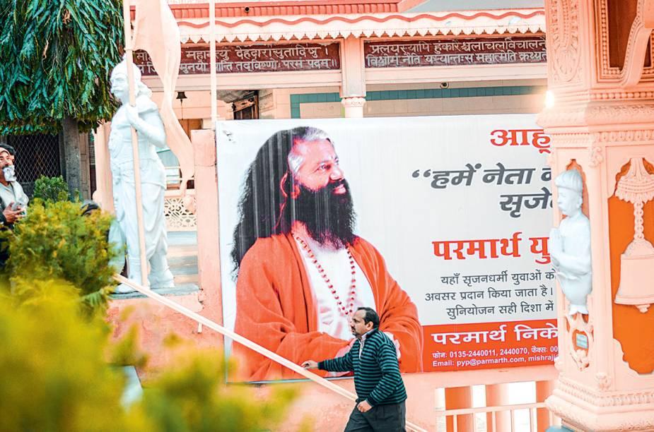 O guru que é o cara do ashram Parmath