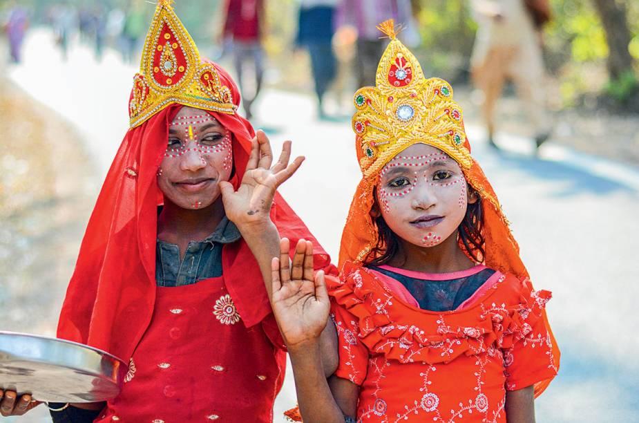 Em Rishikesh: indianinhas muito bem-vestidas de deusas