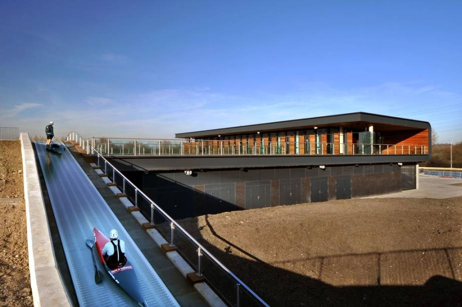 Lee Valley White Water Center em Hertfordshire, Inglaterra, onde ocorreram competições de canoagem das Olimpíadas 2012
