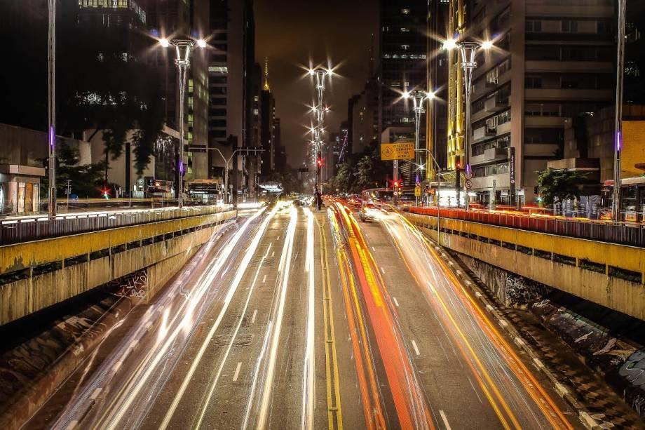 Vista noturna da Avenida Paulista, em São Paulo (SP)