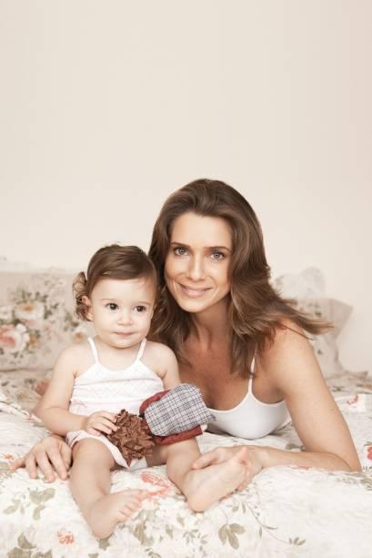 A atriz Leticia Spiller com a filha Stella