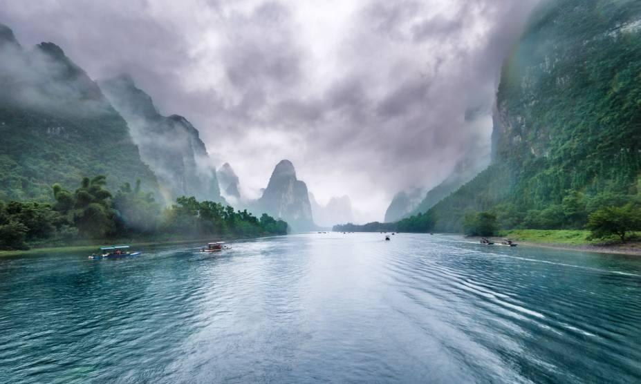 """O rio Li, localizado em <a href=""""http://viajeaqui.abril.com.br/cidades/china-guilin"""" rel=""""Guillin"""" target=""""_self"""">Guillin</a>, <a href=""""http://viajeaqui.abril.com.br/paises/china"""" rel=""""China"""" target=""""_self"""">China</a>"""