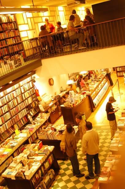 """<strong>6. <a href=""""http:// travessa.com.br"""" rel=""""LIVRARIA DA TRAVESSA"""" target=""""_self"""">LIVRARIA DA TRAVESSA</a></strong> (600 metros)            Esta unidade da maior rede de livrarias carioca tem ares parisienses. Além dos ótimos livros, o lugar dispõe de um café.            <em>Endereço: Rua Visconde de Pirajá, 572, Ipanema</em>"""