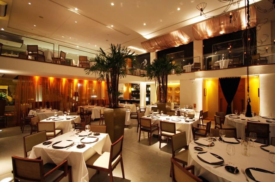"""<strong><a href=""""http://viajeaqui.abril.com.br/estabelecimentos/br-ce-fortaleza-restaurante-l-o"""" rel=""""L'Ô """">L'Ô</a></strong>(em Centro)<br />    <br />    Os ambientes do restaurante L'Ô são modernos e elegantes"""