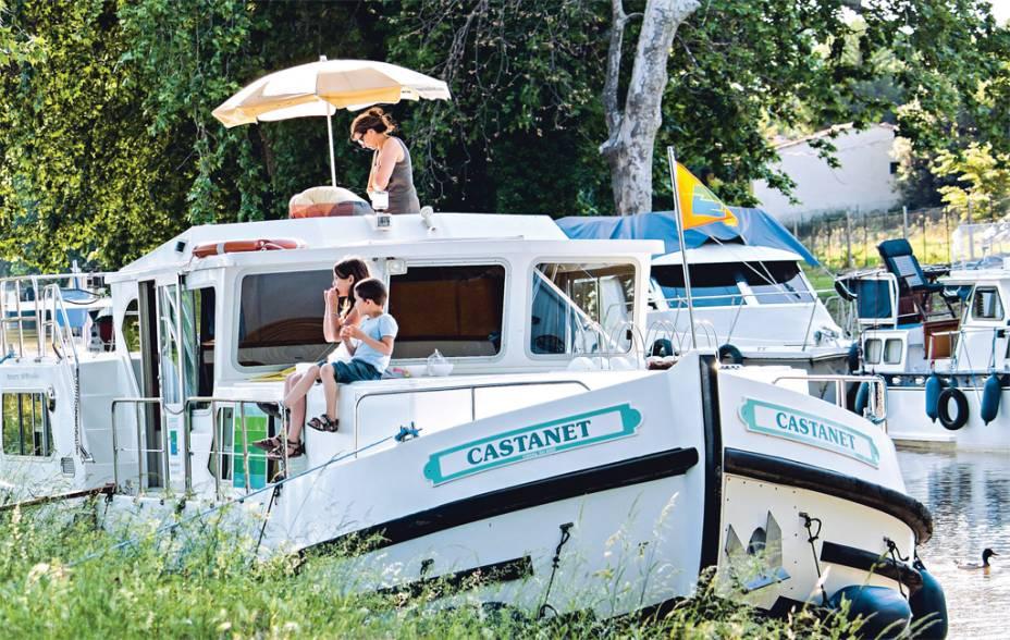 A vida é leve no Canal du Midi, roteiro preferencial dos marinheiros de primeira viagem