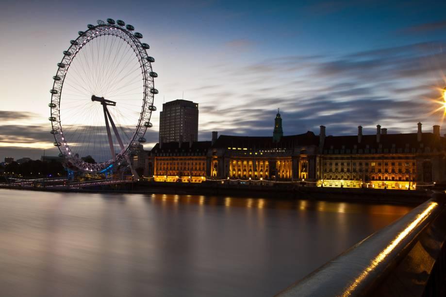"""<strong>7 PAÍSES, 12 NOITES </strong>            Destinado à rapaziada entre 18 e 35 anos, o roteiro de 12 noites em hotéis três-estrelas faz paradas em <strong><a href=""""http://viajeaqui.abril.com.br/cidades/reino-unido-londres"""" rel=""""Londres"""" target=""""_self"""">Londres</a> (foto)</strong>, <a href=""""http://viajeaqui.abril.com.br/cidades/holanda-amsterda"""" rel=""""Amsterdã"""" target=""""_self"""">Amsterdã</a>, castelos do Vale do Reno, <a href=""""http://viajeaqui.abril.com.br/cidades/alemanha-munique"""" rel=""""Munique"""" target=""""_self"""">Munique</a>, <a href=""""http://viajeaqui.abril.com.br/cidades/austria-innsbruck"""" rel=""""Innsbruck"""" target=""""_self"""">Innsbruck</a>, <a href=""""http://viajeaqui.abril.com.br/cidades/italia-veneza"""" rel=""""Veneza"""" target=""""_self"""">Veneza</a>, <a href=""""http://viajeaqui.abril.com.br/cidades/italia-roma"""" rel=""""Roma"""" target=""""_self"""">Roma</a>, <a href=""""http://viajeaqui.abril.com.br/cidades/italia-florenca-firenze"""" rel=""""Florença"""" target=""""_self"""">Florença</a>, Lucerna e <a href=""""http://viajeaqui.abril.com.br/cidades/franca-paris"""" rel=""""Paris"""" target=""""_self"""">Paris</a>. Inclui seis jantares, transfers de trem ou avião e guia em inglês.            <strong>QUANDO</strong> Até setembro            <strong>QUEM LEVA</strong> A <a href=""""http://stb.com.br"""" rel=""""STB"""" target=""""_blank"""">STB</a>            <strong>QUANTO</strong> US$ 2 555 (sem aéreo)"""