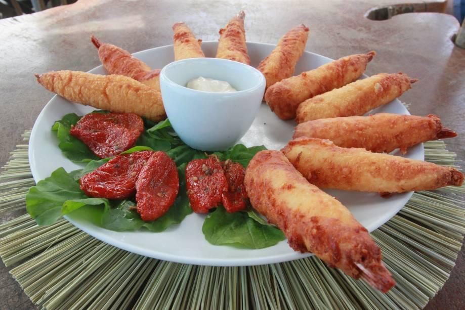 """Intitulado Camarão de Parma, o empanado de queijo parmesão com camarão Vila Franca é o campeão dos petiscos da <a href=""""http://viajeaqui.abril.com.br/estabelecimentos/br-al-maceio-atracao-lopana"""" rel=""""barraca de praia Lopana"""" target=""""_blank"""">barraca de praia Lopana</a>, que fica em Ponta Verde"""