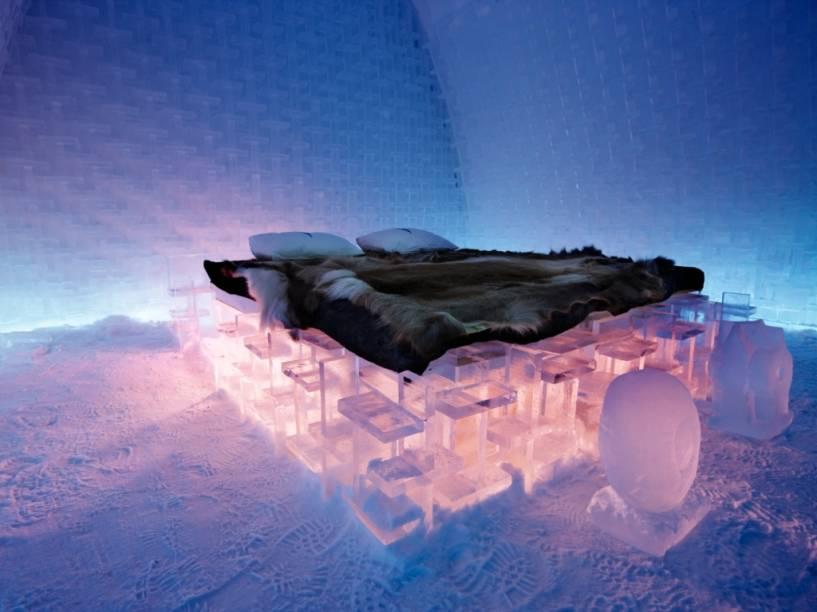 As temperaturas dos quartos do Ice Hotel giram em torno dos 8 e 5 graus negativos. Na hora de acordar, uma bebida quente e uma sauna ajudam os hóspedes a acordar
