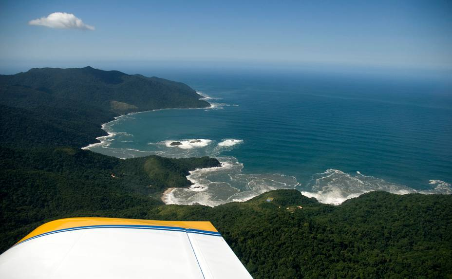 Vista aérea da preservada <strong>Ilhabela (SP)</strong>