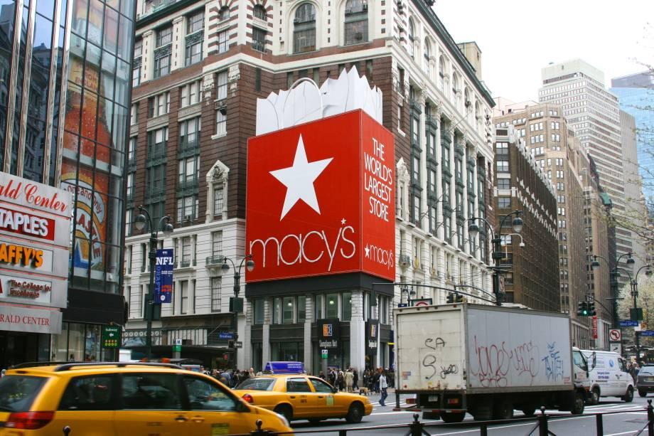 """<strong>4.<a href=""""http://viajeaqui.abril.com.br/estabelecimentos/estados-unidos-nova-york-atracao-macy-s"""" rel=""""Macy's"""" target=""""_blank"""">Macy's</a></strong>            O lugar é ideal para quem quer fazer uma pausa para as compras. A gigantesca loja de departamentos tem vários andares e opções, desde artigos de cama, mesa e banho, até marcas internacionais de acessórios e maquiagem"""