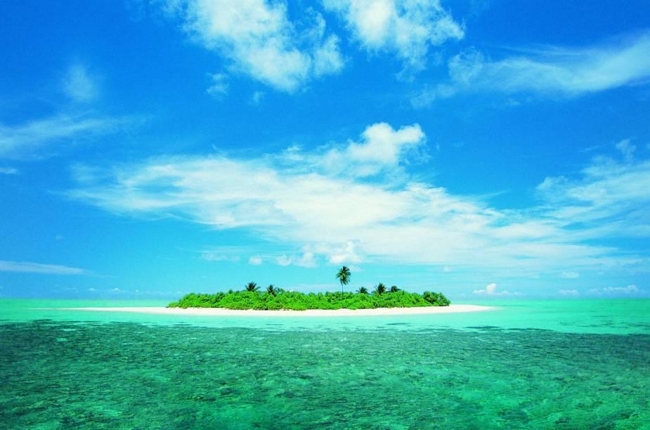 """<strong><a href=""""http://viajeaqui.abril.com.br/paises/maldivas"""" rel=""""Ilhas Maldivas"""" target=""""_blank"""">Ilhas Maldivas</a></strong>    Recentemente, as Maldivas ficaram famosas mundialmente por causa de seu hotel <a href=""""http://viajeaqui.abril.com.br/materias/conheca-os-top-15-hoteis-flutuantes-do-mundo#33"""" rel=""""Conrad Maldives"""" target=""""_blank"""">Conrad Maldives</a>, que possui uma suíte embaixo do mar, cercada por paredes transparentes que permitem aos hóspedes verem de perto toda a fauna aquática da região."""