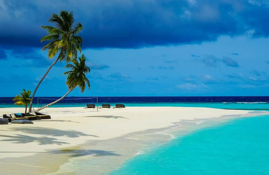 Com suas praias de águas rasas e cristalinas, as Maldivas tornaram-se destino preferido de ricaços pelo mundo