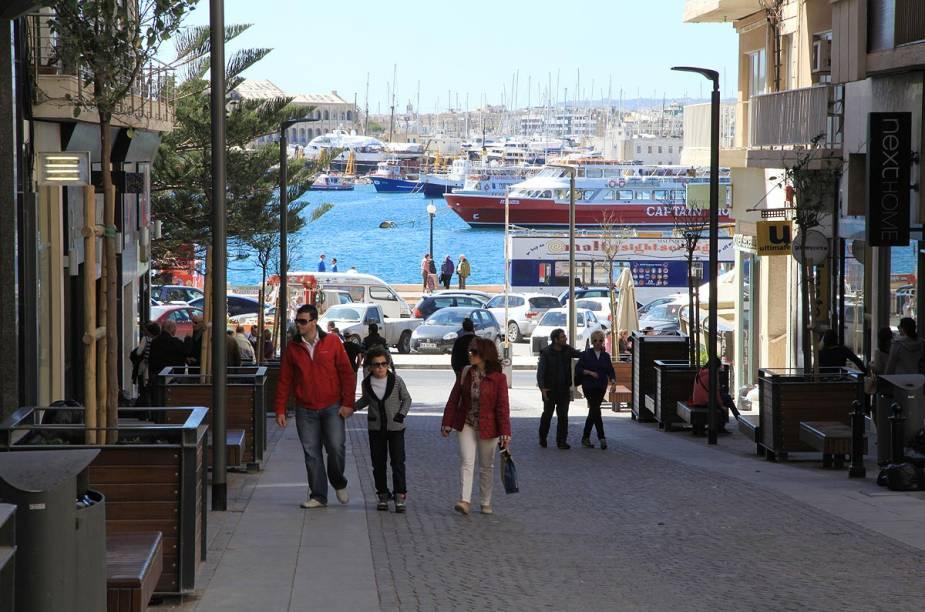 Das praias de Sliema é possível ver a cidade de Valletta