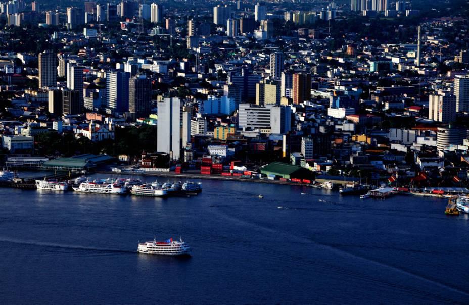 Vista aérea da cidade de Manaus (AM), capital de quase 2 milhões de habitantes