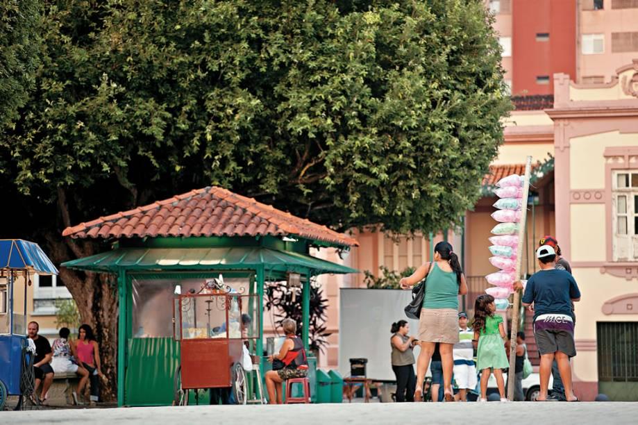 """Cortinas dentro <strong>Largo de São Sebastião</strong> , centro histórico, Manaus (AM)"""" class=""""lazyload"""" data-pin-nopin=""""true""""/></div> <p class="""