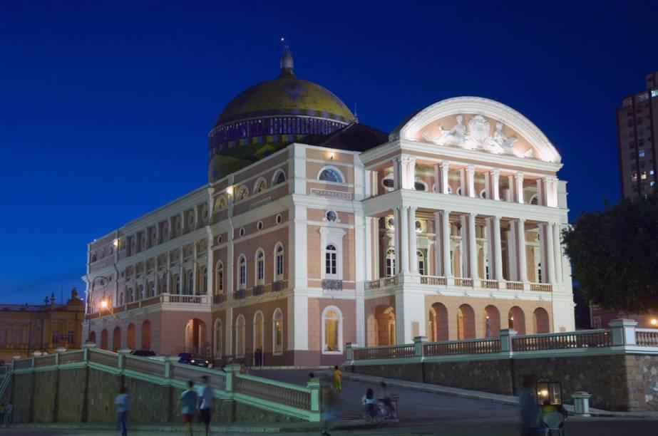 """Fachada do <a href=""""http://viajeaqui.abril.com.br/estabelecimentos/br-am-manaus-atracao-teatro-amazonas"""" rel=""""Teatro Amazonas"""" target=""""_blank"""">Teatro Amazonas</a>, em Manaus (AM)"""