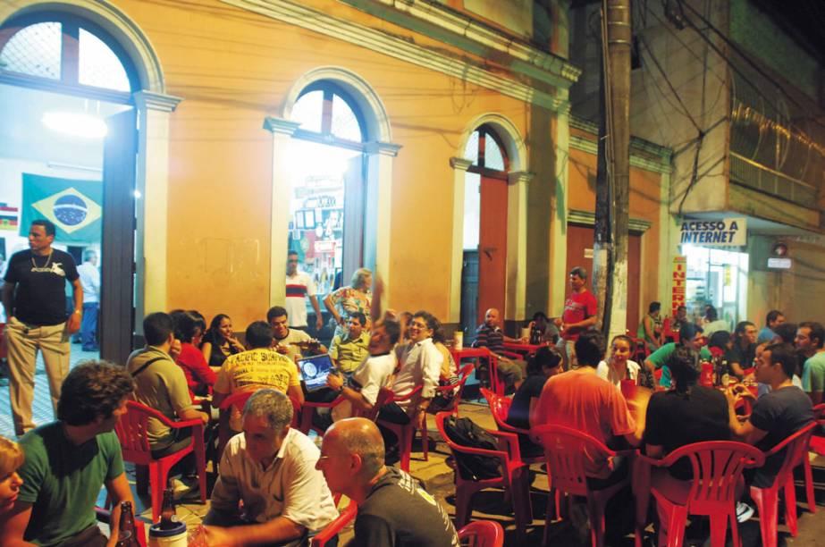 """<a href=""""http://viajeaqui.abril.com.br/estabelecimentos/br-am-manaus-restaurante-bar-do-armando"""" rel=""""Boteco do Armando, Manaus: """" target=""""_blank""""><strong>Boteco do Armando, Manaus: </strong></a>            Tradicional point de Manaus com apresentações de samba, MPB e música latina. O sanduíche de pernil é um dos sucessos da casa."""