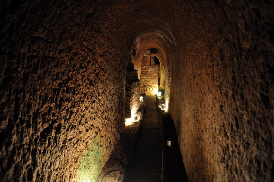 """<strong>11. <a href=""""http://www.manzanadelasluces.gov.ar/"""" rel=""""Manzana de las Luces"""" target=""""_blank"""">Manzana de las Luces</a></strong> (700 metros) O conjunto de edifícios tem galerias subterrâneas do século 18. Dá para visitar trechos desses túneis. <em>Calle Perú, 272.US$ 4</em>"""