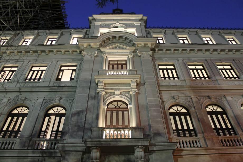 """<strong>3. <a href=""""http://viajeaqui.abril.com.br/estabelecimentos/br-rj-rio-de-janeiro-atracao-museu-de-arte-do-rio-mar"""" rel=""""Museu de Arte do Rio/MAR"""" target=""""_blank"""">Museu de Arte do Rio/MAR</a></strong>Em duas horas, é possível visitar os quatro andares de exposições, com um piso destinado a mostras sobre o Rio de Janeiro e outro apenas para obras contemporâneas"""
