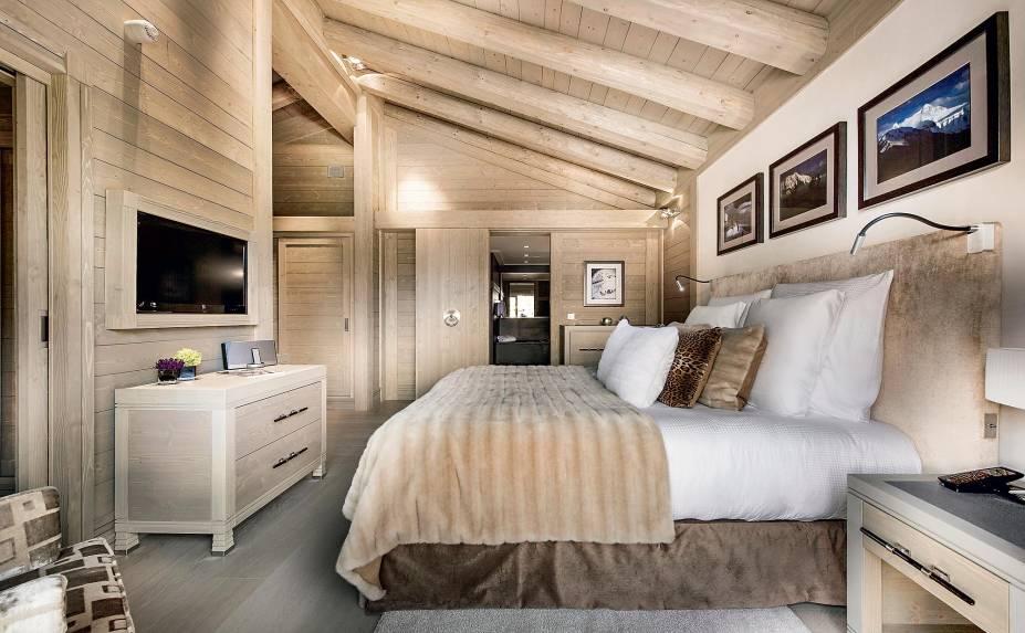 O quarto todo clean do hotel Le K2
