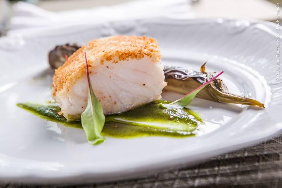 """<a href=""""http://viajeaqui.abril.com.br/estabelecimentos/br-sp-sao-paulo-restaurante-marcel-hotel-quality-suites-imperial-hall"""" rel=""""Marcel"""" target=""""_blank""""><strong>Marcel</strong></a>        Como prato principal do almoço, é possível escolher peixe do dia em crosta de pão, tapenade de azeitona preta e berinjela confit"""