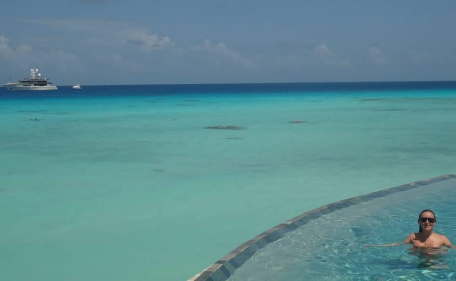 """Vista para o mar de Rangiroa, uma pequena ilha da <a href=""""http://viajeaqui.abril.com.br/paises/polinesia-francesa"""" rel=""""Polinésia Francesa"""" target=""""_blank"""">Polinésia Francesa</a>"""