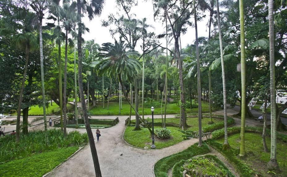 <strong>Parque da Luz: </strong>criado em 1798 por uma Ordem Régia da Coroa Portuguesa, o Parque da Luz foi concebido originalmente para ser um Jardim Botânico. Os seus 113.400 m² foram abertos ao público somente em 1825. Atualmente o parque conta com muitos atrativos, como a gruta com cascata, o aquário subterrâneo, e quase 50 esculturas de artistas como Lasar Segall, Victor Brecheret, Leon Ferrari e Amílcar de Castro dispostas ao longo de toda extensão.No fundo do parque, próximo aos sanitários, é possível ver um pé de café. Praça da Luz, s/nº - Luz, de terça a domingo, das 9h às 18h
