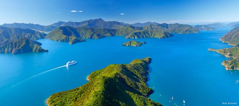 Marlborough Sounds é um vasto labirinto de ilhas e fiordes ao norte da ilha sul, não muito distante de Wellington
