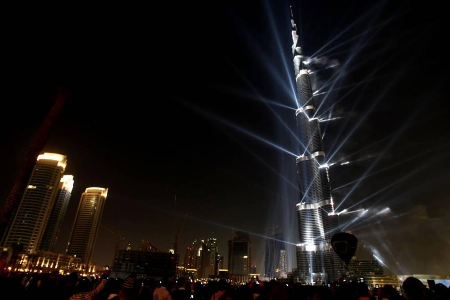 <strong>Burj Khalifa, Dubai, Emirados Árabes Unidos</strong>Mais alto edifício do planeta com 830 metros de altura, o Burj Khalifa é apenas a última novidade na recente onda de estruturas espetaculares do Golfo Pérsico. A combinação da recursos trazidos pelo petróleo e parcerias feitas com grandes escritórios de arquitetura deu um ar mais cosmopolita à região, sem deixar de levar em conta os valores e apuro estético do Islã