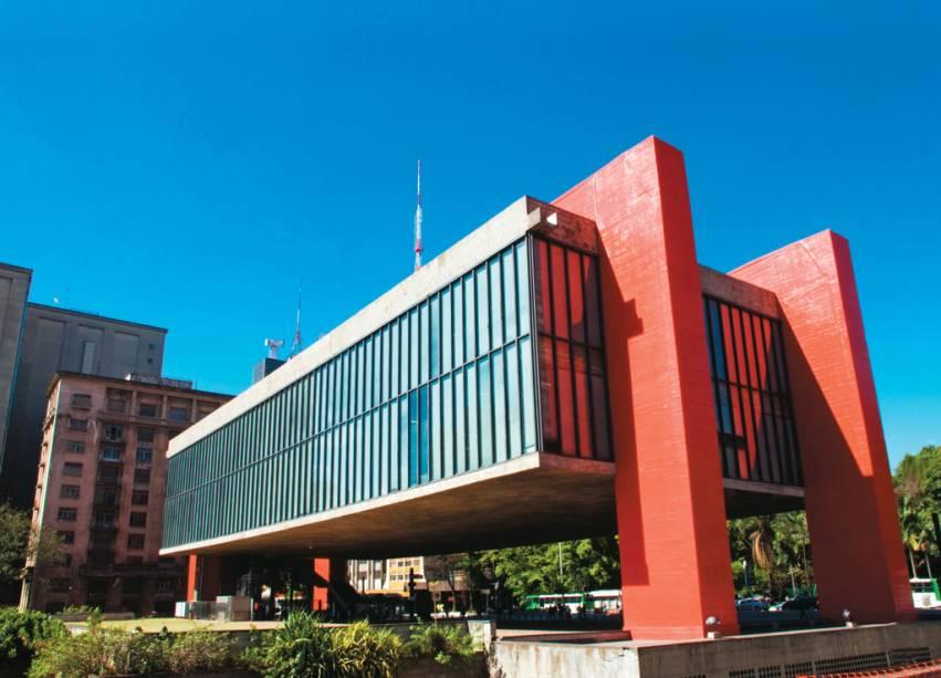 """<strong>1. <a href=""""http://viajeaqui.abril.com.br/estabelecimentos/br-sp-sao-paulo-atracao-museu-de-arte-de-sao-paulo-masp"""" rel=""""Museu de Arte de São Paulo/Masp"""" target=""""_blank"""">Museu de Arte de São Paulo/Masp</a></strong>            Localizado no meio da Avenida Paulista, a mais famosa da cidade, o Masp está entre os grandes museus do mundo. O acervo reúne tesouros de pintores como Rembrandt, Van Gogh, Monet, Renoir e Picasso. Há ainda 73 esculturas de Degas e bronzes de Rodin.            <a href=""""http://viajeaqui.abril.com.br/estabelecimentos/br-sp-sao-paulo-atracao-museu-de-arte-de-sao-paulo-masp/mapa"""" rel=""""Veja o mapa"""" target=""""_blank"""">Veja o mapa</a>"""