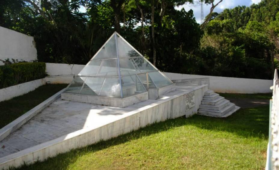 Mausoléu de Dercy Gonçalves, em Santa Maria Madalena (RJ)