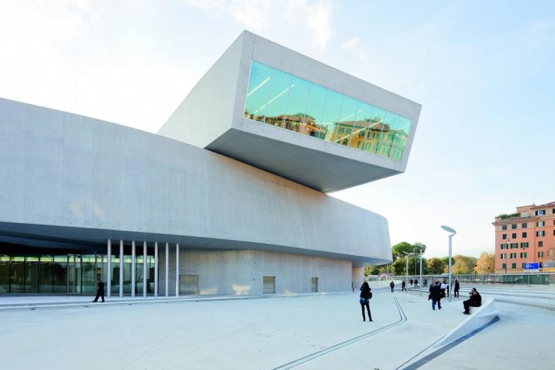 """O Museu <a href=""""http://www.fondazionemaxxi.it"""" rel=""""Maxxi,"""" target=""""_blank"""">Maxxi,</a> em Roma, abriga exposições temporárias e é uma atração em si com seu """"caixote"""" em uma das laterais"""