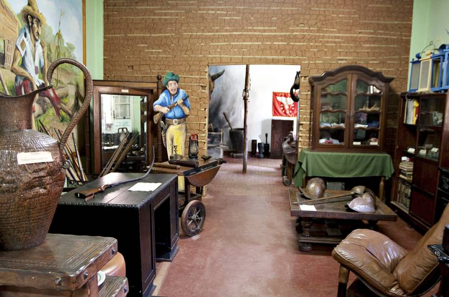 """Dentro do hotel-fazenda há o <a href=""""http://viajeaqui.abril.com.br/estabelecimentos/br-sp-taubate-atracao-memorial-mazzaropi-hotel-fazenda-mazzaropi"""" rel=""""Museu Mazzaropi"""" target=""""_blank""""><strong>Museu Mazzaropi</strong></a>, que reúne objetos que foram utilizados nas gravações e acervo com mais de 30 filmes"""