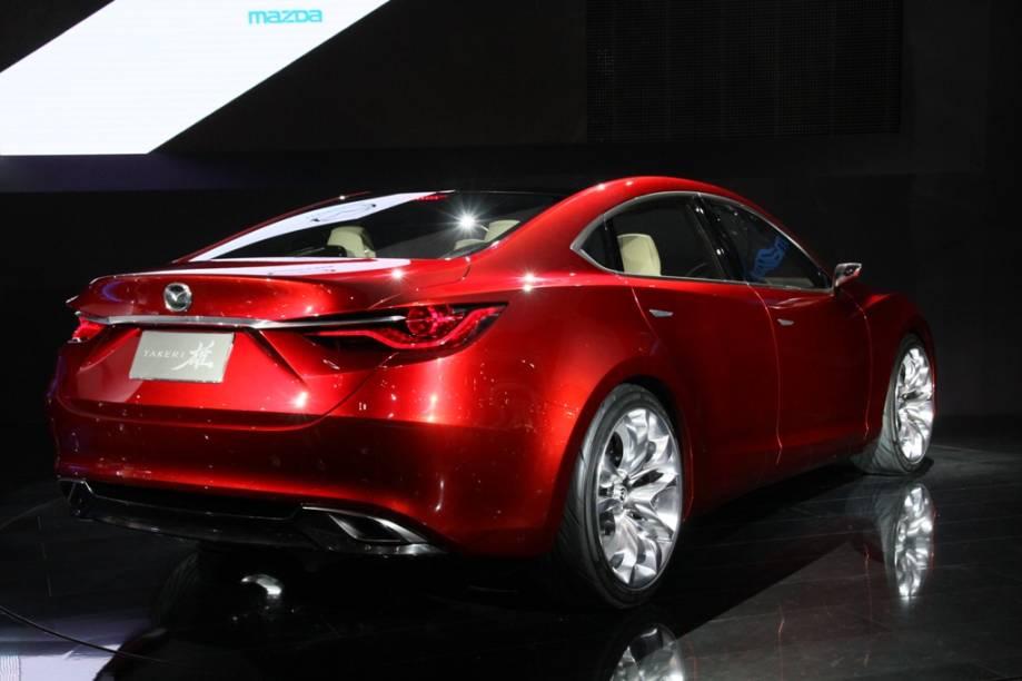 O Mazda Takeri traz elegantes formas, fluídas e que inspiram velocidade. Com seu motor de 2200 cc, o Takeri traz ainda sistema de freios que recuperam a energia