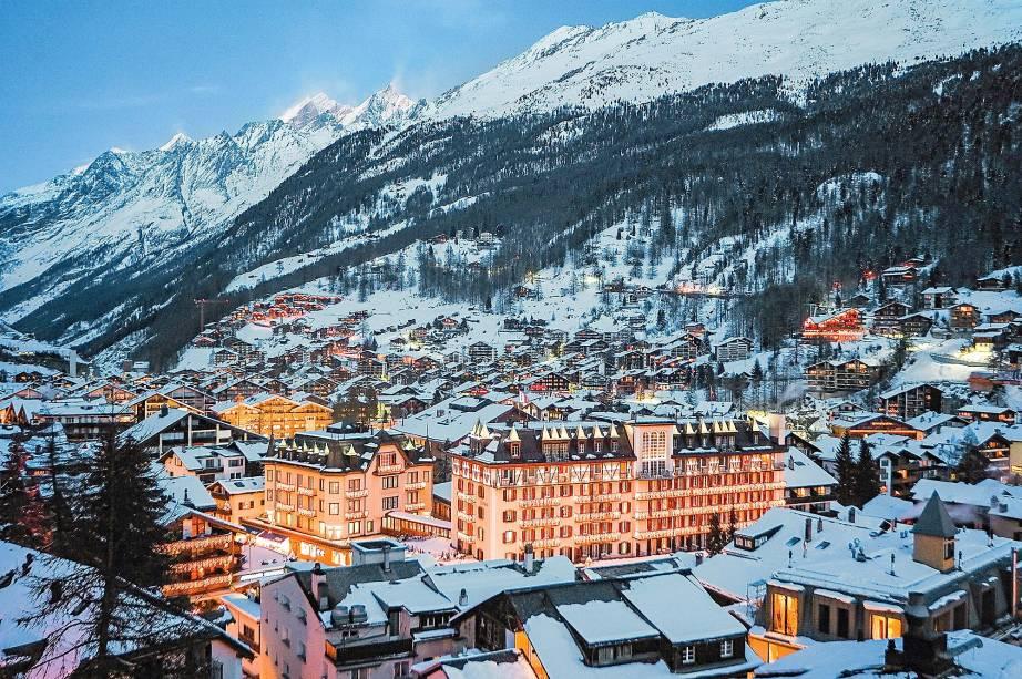 As luzes do portentoso hotel Mont Cervin, na Suíça