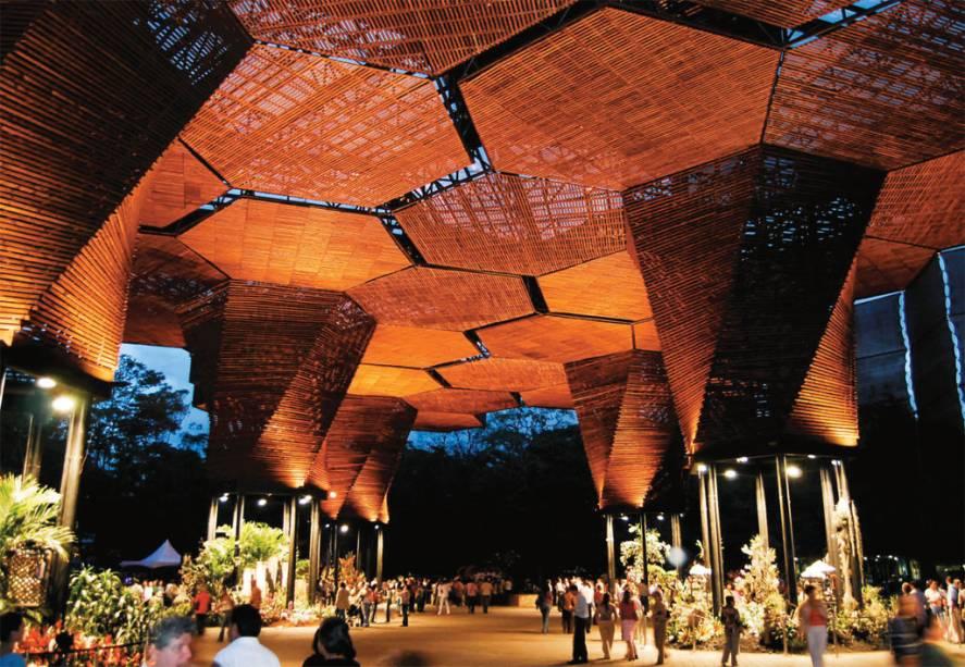 O Orquideorama, no Jardin Botánico, em <strong>Medellín</strong>, é um jardim com uma coleção de plantas como orquídeas e bromélias cultivadas sob uma estrutura arquitetônica criada para abrigar eventos