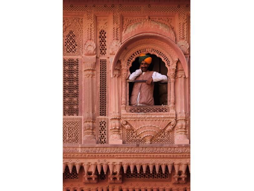 """<strong>Forte de Mehrangarh, <a href=""""http://viajeaqui.abril.com.br/cidades/india-jaipur"""" rel=""""Jaipur"""" target=""""_blank"""">Jaipur</a>, <a href=""""http://viajeaqui.abril.com.br/paises/india"""" rel=""""Índia"""" target=""""_blank"""">Índia</a></strong>                Entalhes intricados são a cara do estilo arquitetônico das construções asiáticas e não podem faltar nem mesmo nas janelas<!--[if !supportLineBreakNewLine]--><!--[endif]-->"""
