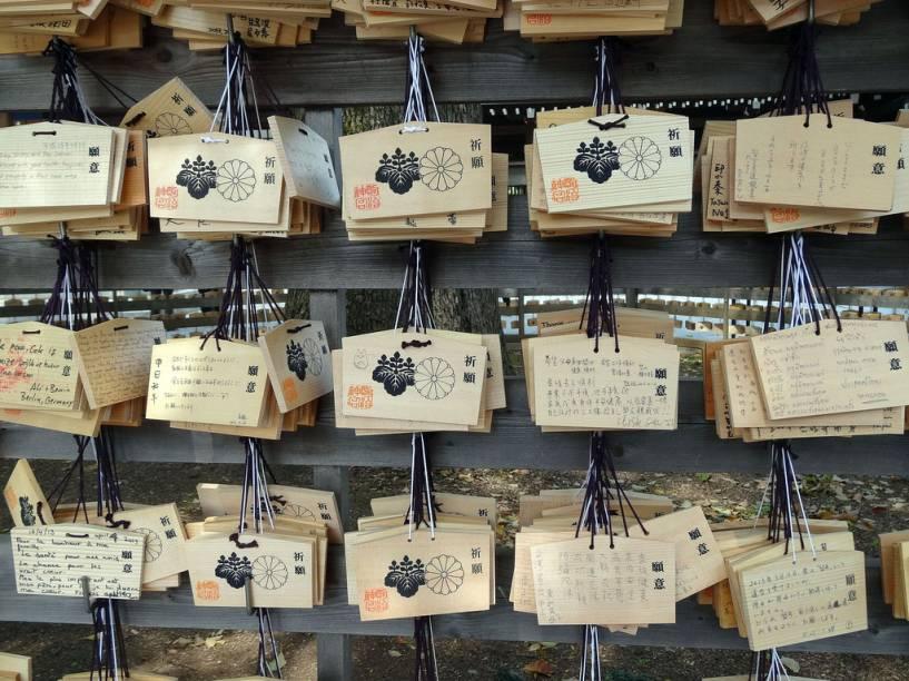 Tabletes de madeira com pedidos ao deuses do santuário Meiji
