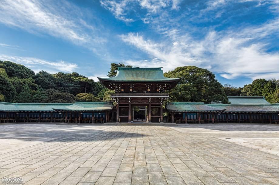 Porta do recinto principal do santuário Meiji Jingu