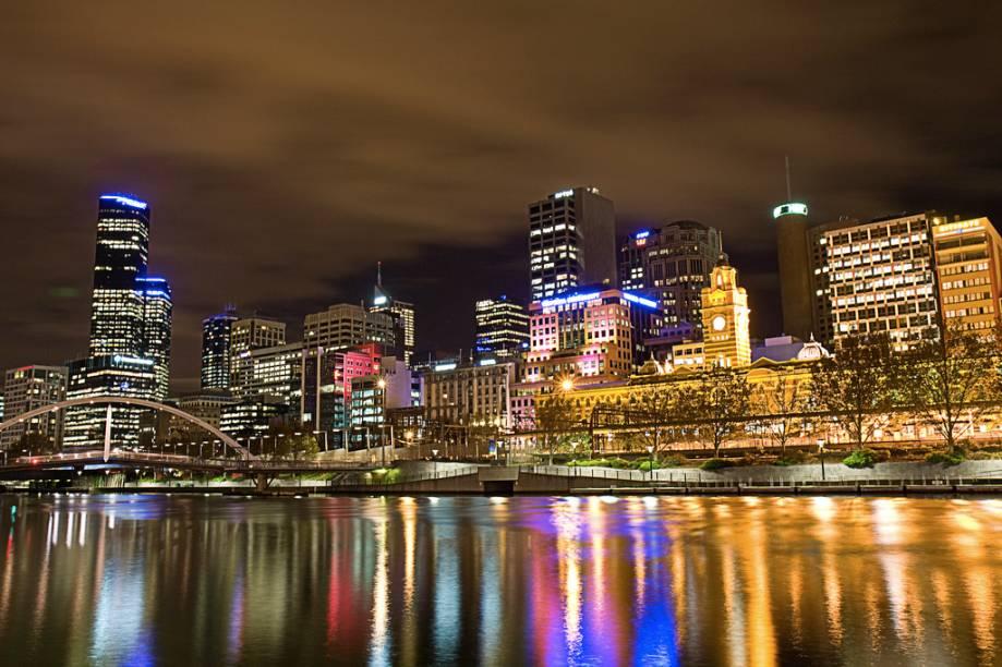 Boa parte dos parques e da vida social de Melbourne transcorre ao longo do rio Yarra