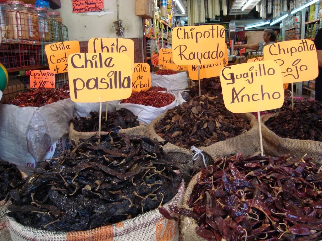 Mercado de Cholula pimentas chile México