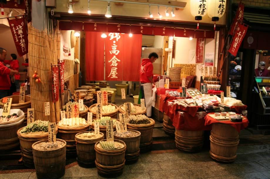 Mercados são lugares muito bacanas para conhecer um pouco da cultura local. Em Kyoto, nenhum é melhor do que o Nishiki