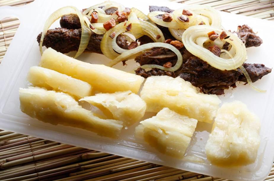 """<a href=""""http://viajeaqui.abril.com.br/estabelecimentos/br-mg-belo-horizonte-restaurante-mercearia-lili"""" rel=""""Mercearia Lili - Belo Horizonte """" target=""""_blank""""><strong>Mercearia Lili - Belo Horizonte </strong></a>O destaque da Mercearia Lili é o Dedinho na Chapa, especialidade da casa: parte de contra-filé pré cozido, servido com mandioca, cebola, alho e manteiga de garrafa."""