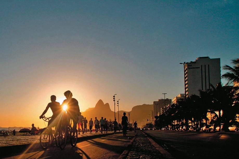 Estima-se que o Rio de Janeiro tenha hoje cerca de 3 milhões de bicicletas, mais que o dobro da frota de automóveis da cidade, que rodam por 260 quilômetros de ciclovias (a previsão é que sejam 300 até o final de 2012). As rotas permitem a ligação entre o Centro e bairros da Zona Sul, por exemplo, e a conexão com os meios de transporte de massa. É possível dar boas pedaladas pela Lagoa Rodrigo de Freitas e a orla de Ipanema, Leblon e Copacabana