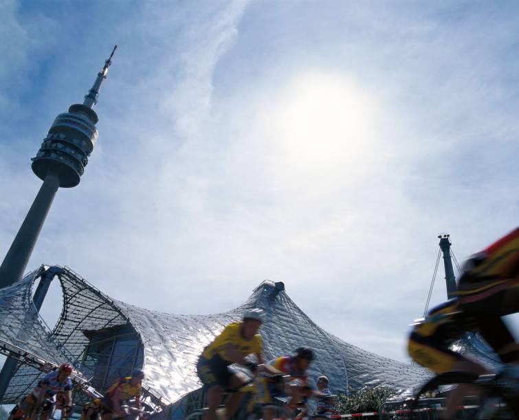 Pelas ruas de Munique, no sul da Alemanha, existem 1.200 quilômetros de ciclovias. Como acontece em diversas regiões do país, a capital da Bavária é muito bem preparada para a circulação de bicicletas. Além de oferecer serviços de empréstimo e organizar passeios turísticos sobre duas rodas, a cidade dispõe de um sistema online pelo qual é possível encontrar rotas e traçar caminhos