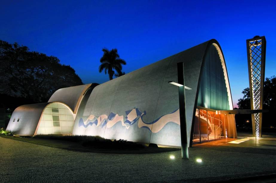Localizada na Pampulha, em Belo Horizonte (MG), a Igreja de São Francisco de Assis junta a genialidade de Oscar Niemeyer à de Cândido Portinari. É um dos símbolos mais admirados de Minas Gerais.