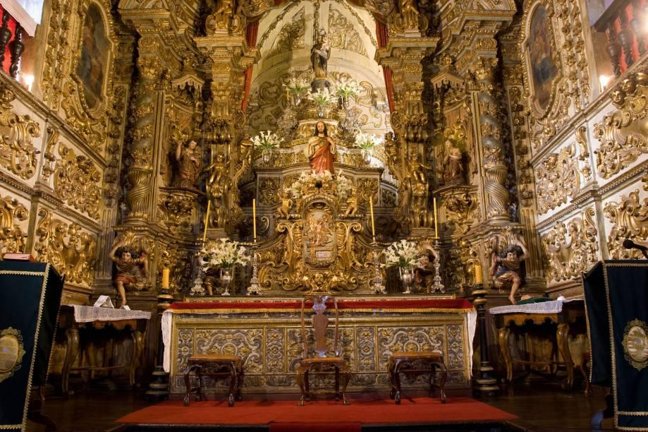 A Igreja Matriz de Nossa Senhora do Pilar, em Ouro Preto (MG) reúne entalhes das três fases do barroco mineiro e está entre as capelas com maior quantidade de ouro do Brasil (mais 400 kg). O Museu de Arte Sacra, no subsolo da sacristia, exibe imagens de N.S. do Pilar, Santa Bárbara e N.S. da Conceição