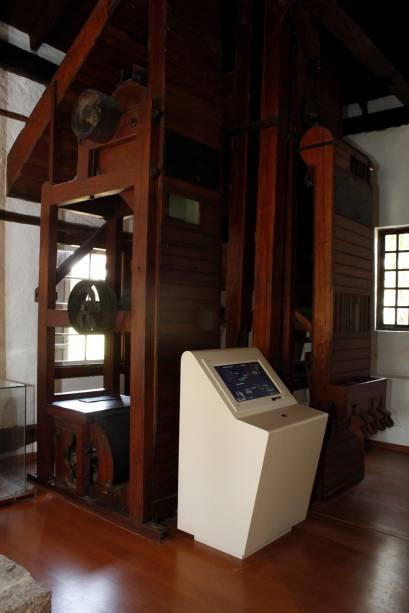 A máquina de beneficiamento de café da década de 30 é movida por uma roda dágua. Um vídeo 3D interativo simula o seu funcionamento e conta a história da fazenda paralelamente ao desenvolvimento do estado de São Paulo